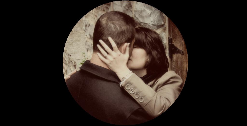 crop-kiss-round