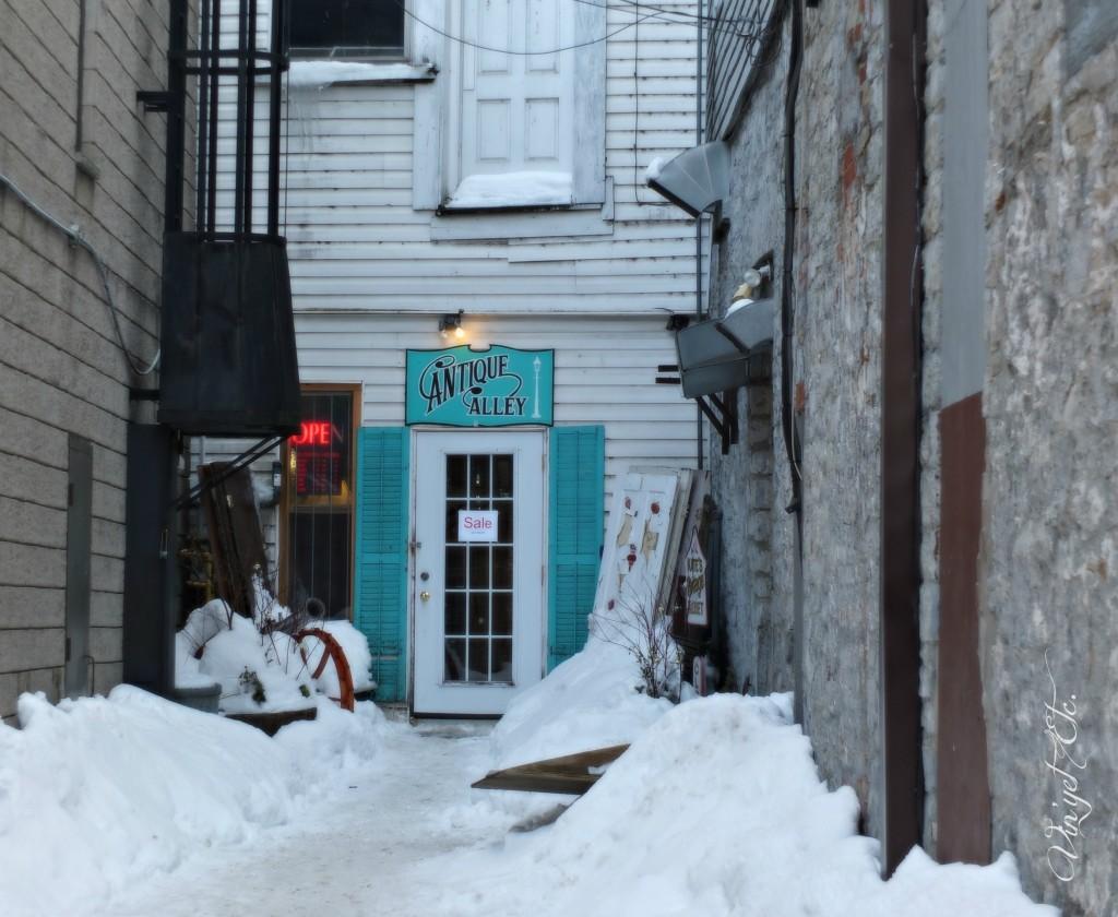 Antique Alley Entrance | Vin'yet Etc.