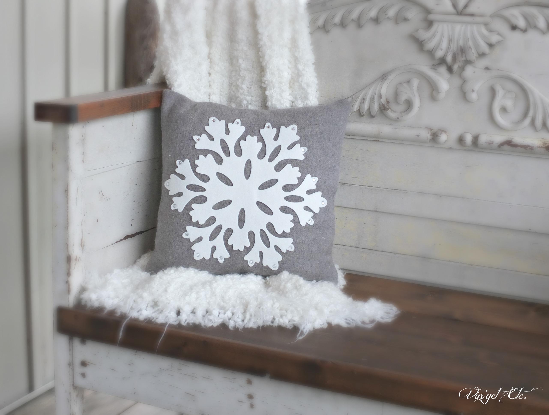 DIY vintage wool blanket Christmas pillow - Vin'yet Etc.Vin'yet Etc.