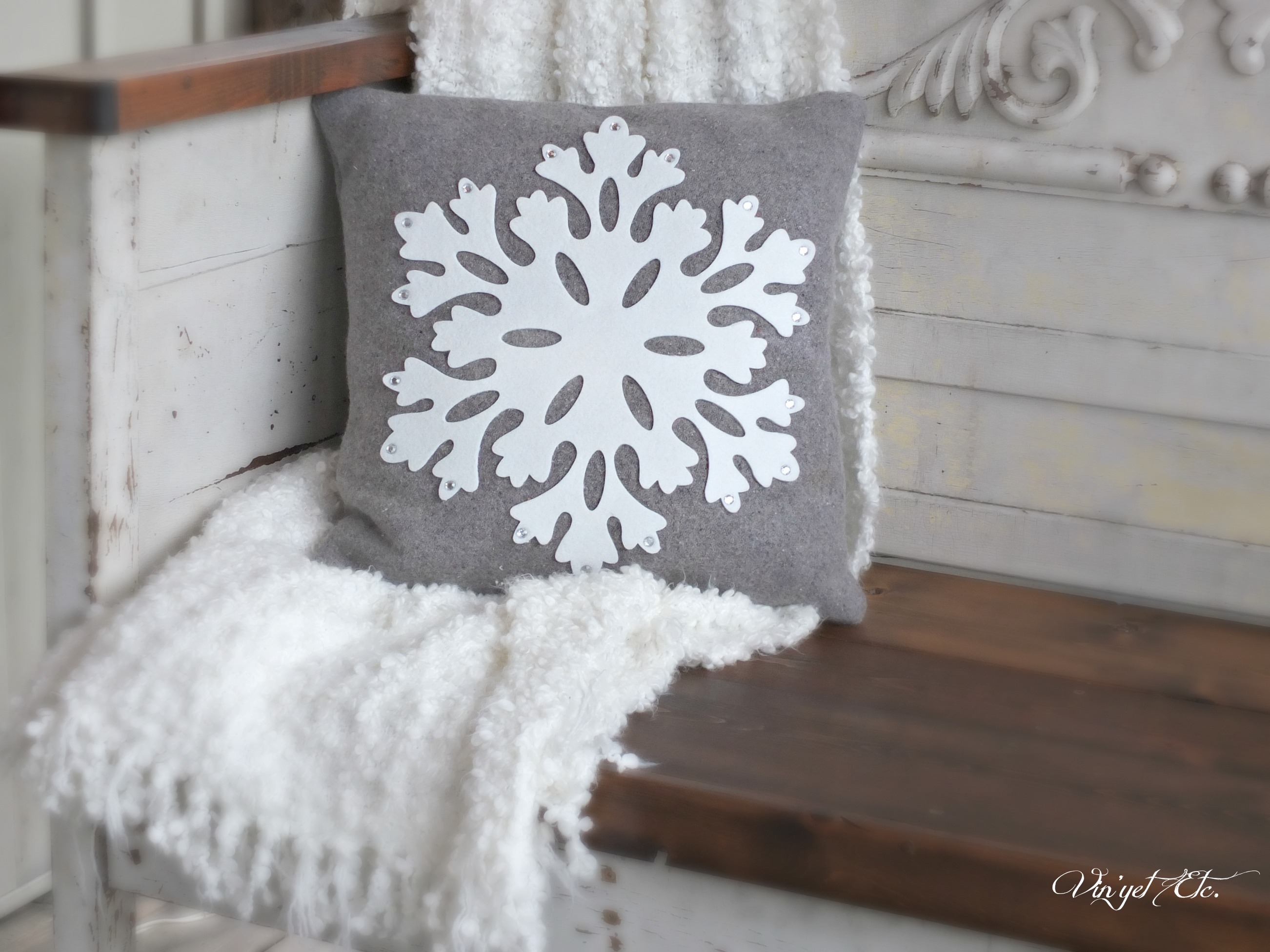 SnowFlake_DIY_Pillow_Vintage_wool_blanket | Vin'yet Etc.