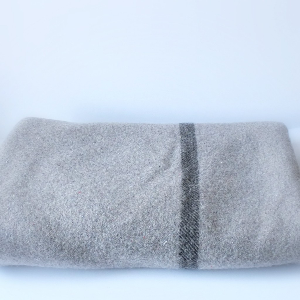 Vintage_Wool_Blanket_DIY_Pillow | Vin'yet Etc.