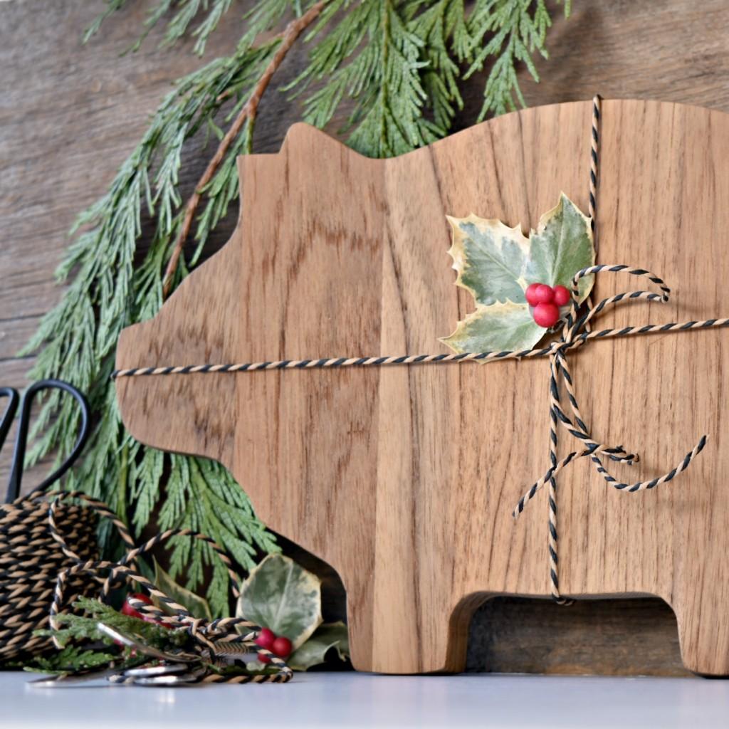Christmas gift - DIY Cheese board   Vin'yet Etc.