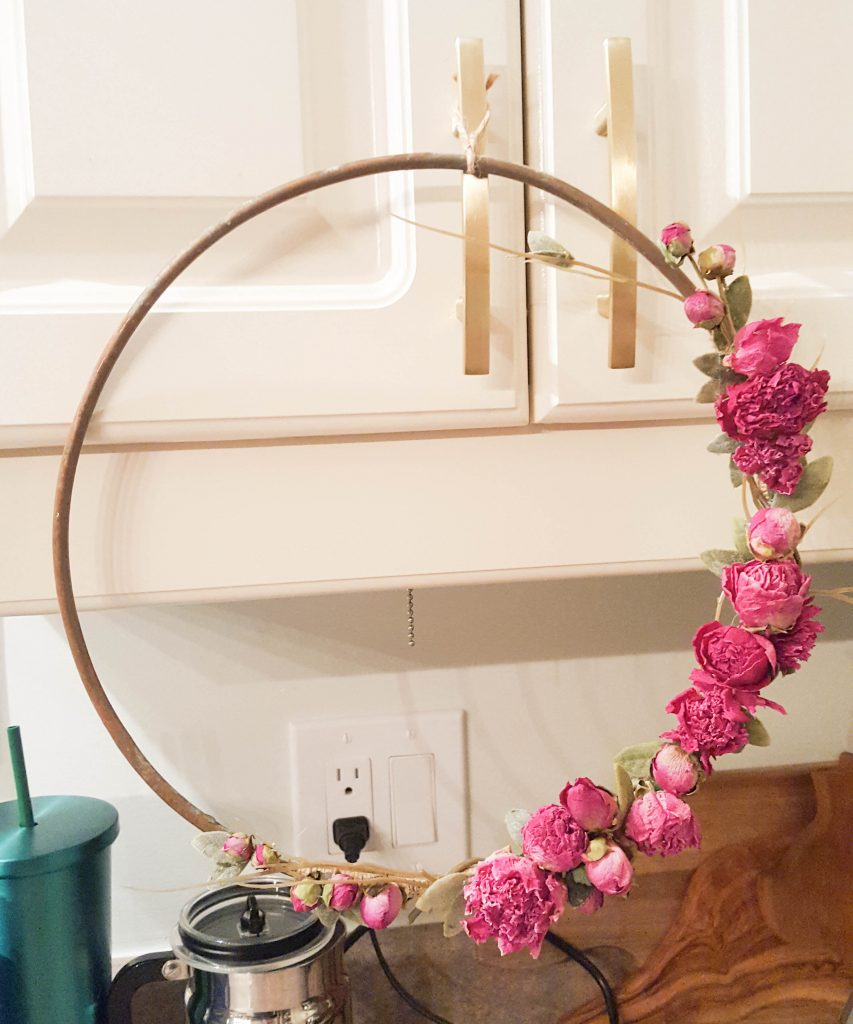 Easy-DIY-Valentine-Wreath_-9