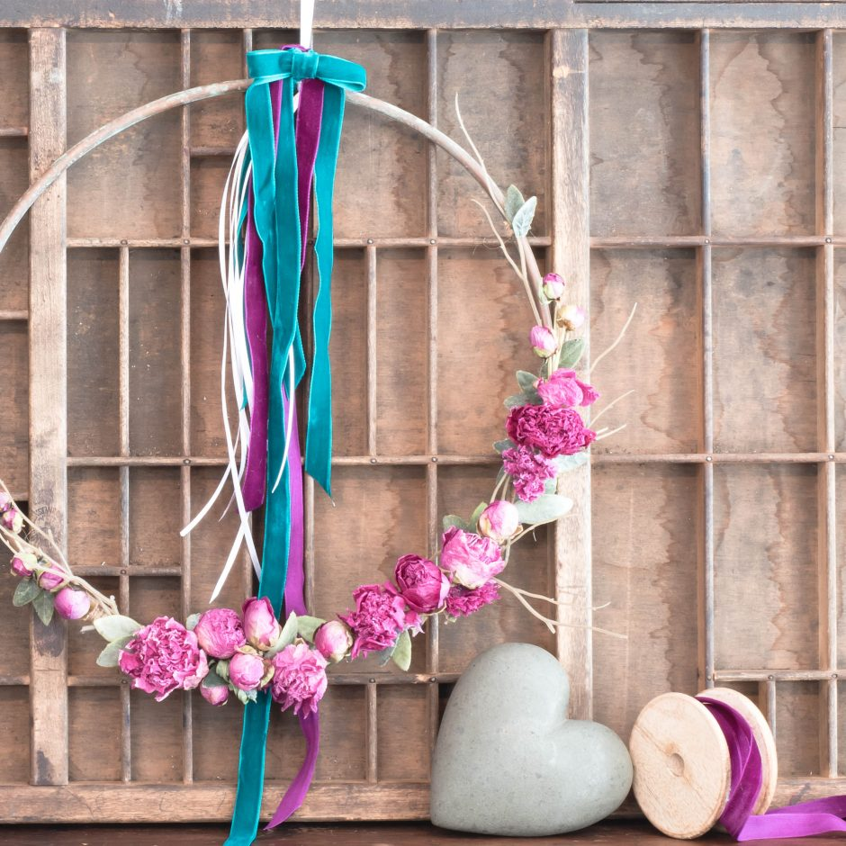 Easy-DIY-Valentines-Wreath-VinYet Etc